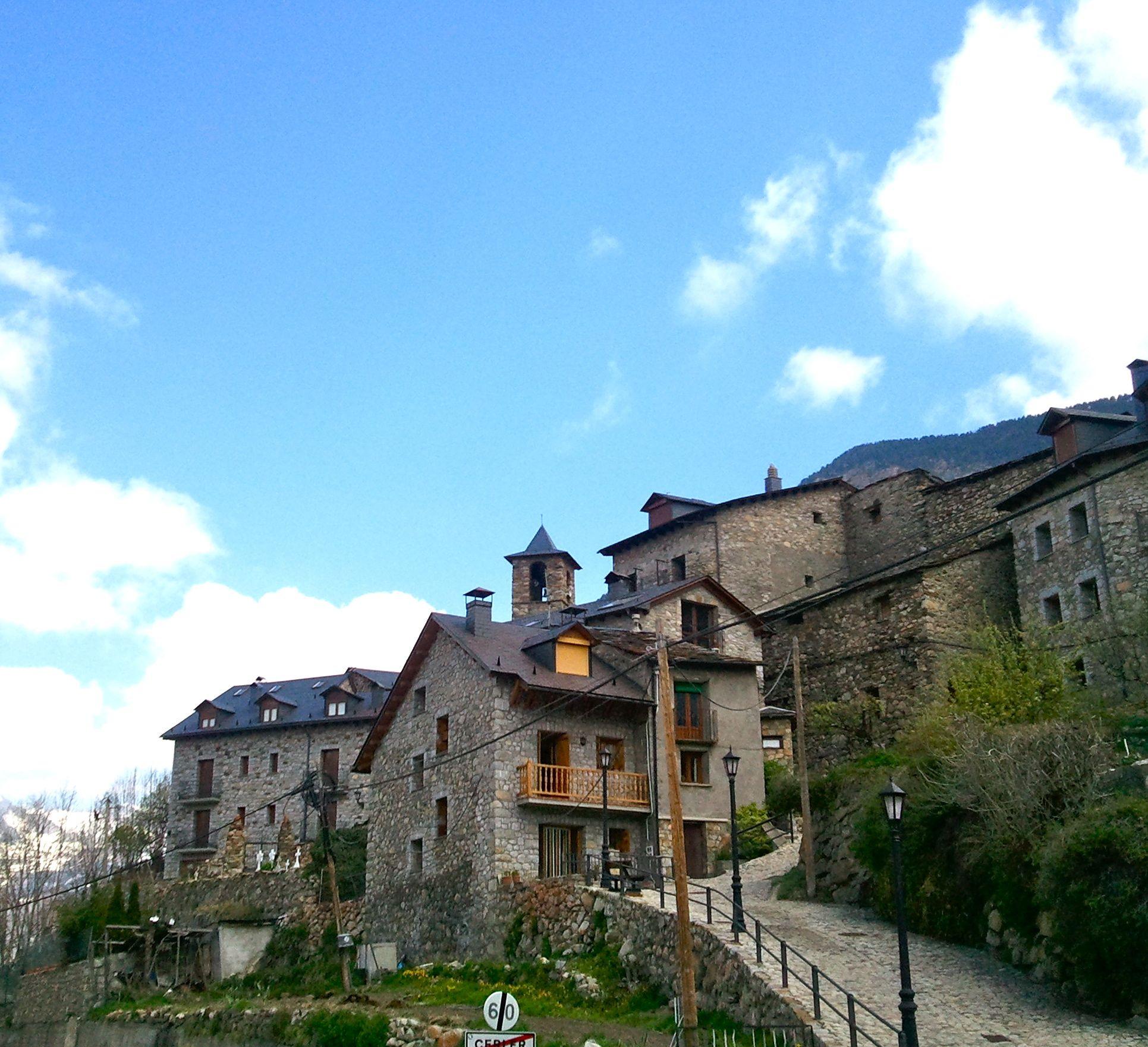 Primavera en pirineos dormir en cerler por 30 euros el - Casas del pirineo ...