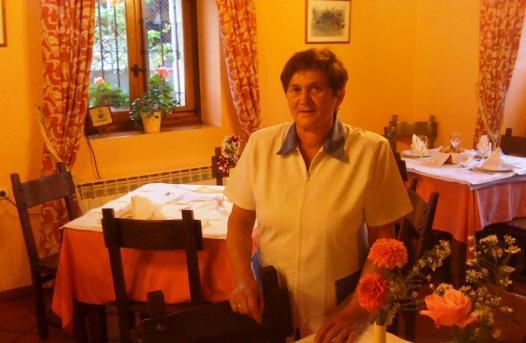 Conchi Beltrán, estupenda cocinera de guisos caserísimos en Adela Etxea.