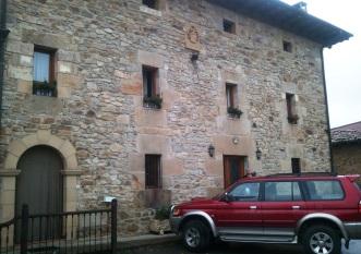 Fachada de la casa rural Adela Etxea en Ozaeta (Älava)