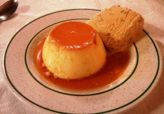 El maravilloso flan con helado de turrón de Conchi Beltrán, la dueña de Adela Etxea
